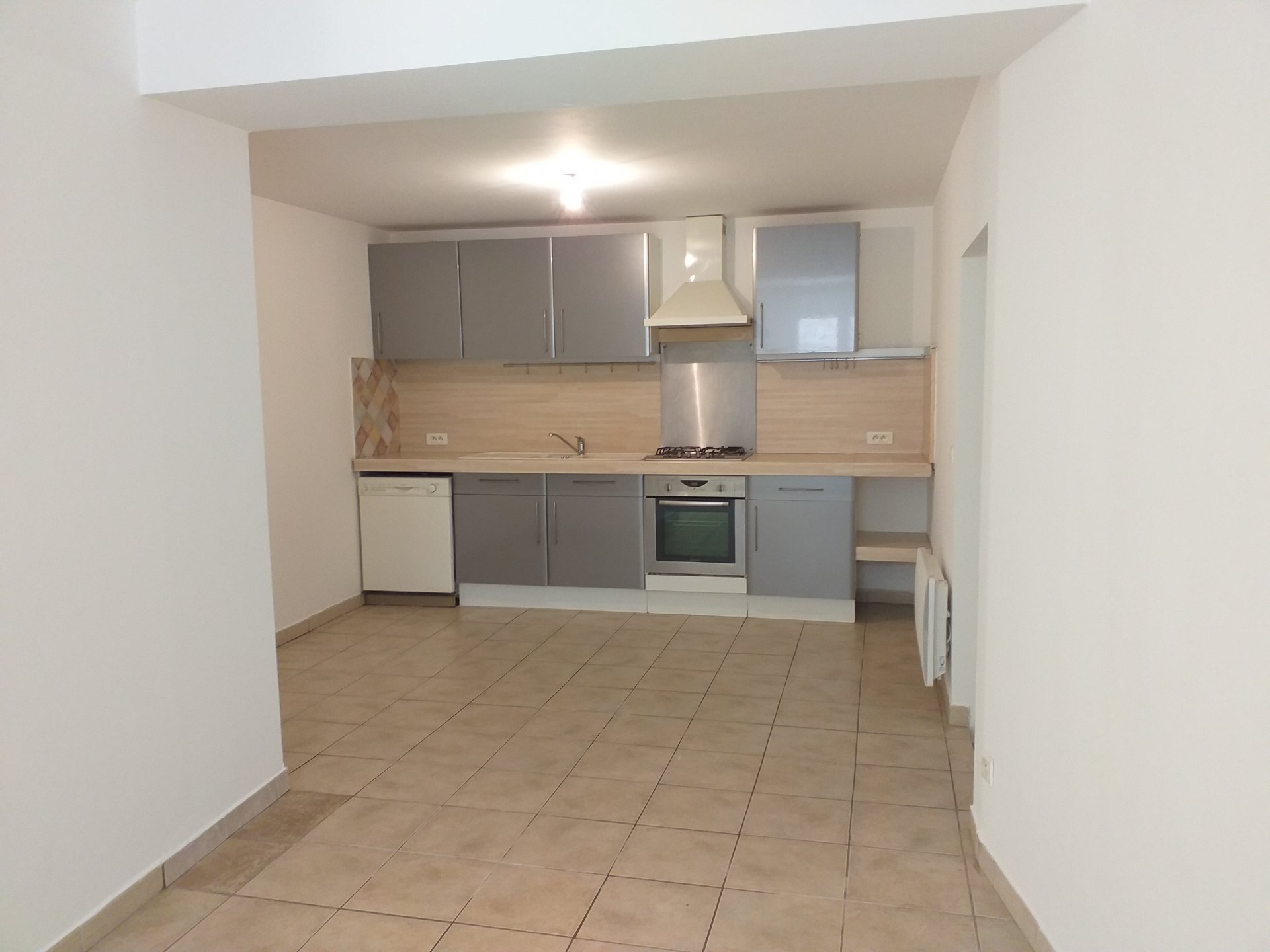 MAILLANEEn village center, village house type 3 consists of a kitchen, a living / dining room with .