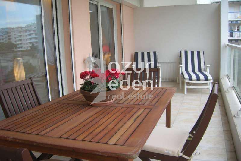 Cannes - Palm Beach 2 P en étage élevé Place de l'Etang