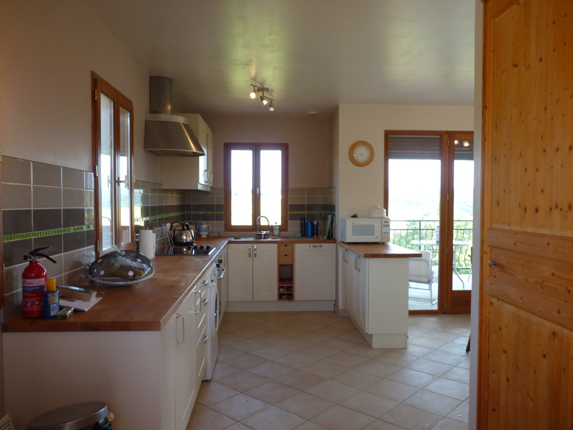 Maison contemporaine  T3 avec un appartement T1bis loué à 5 mn  d'Aurignac avec vue Pyrénées