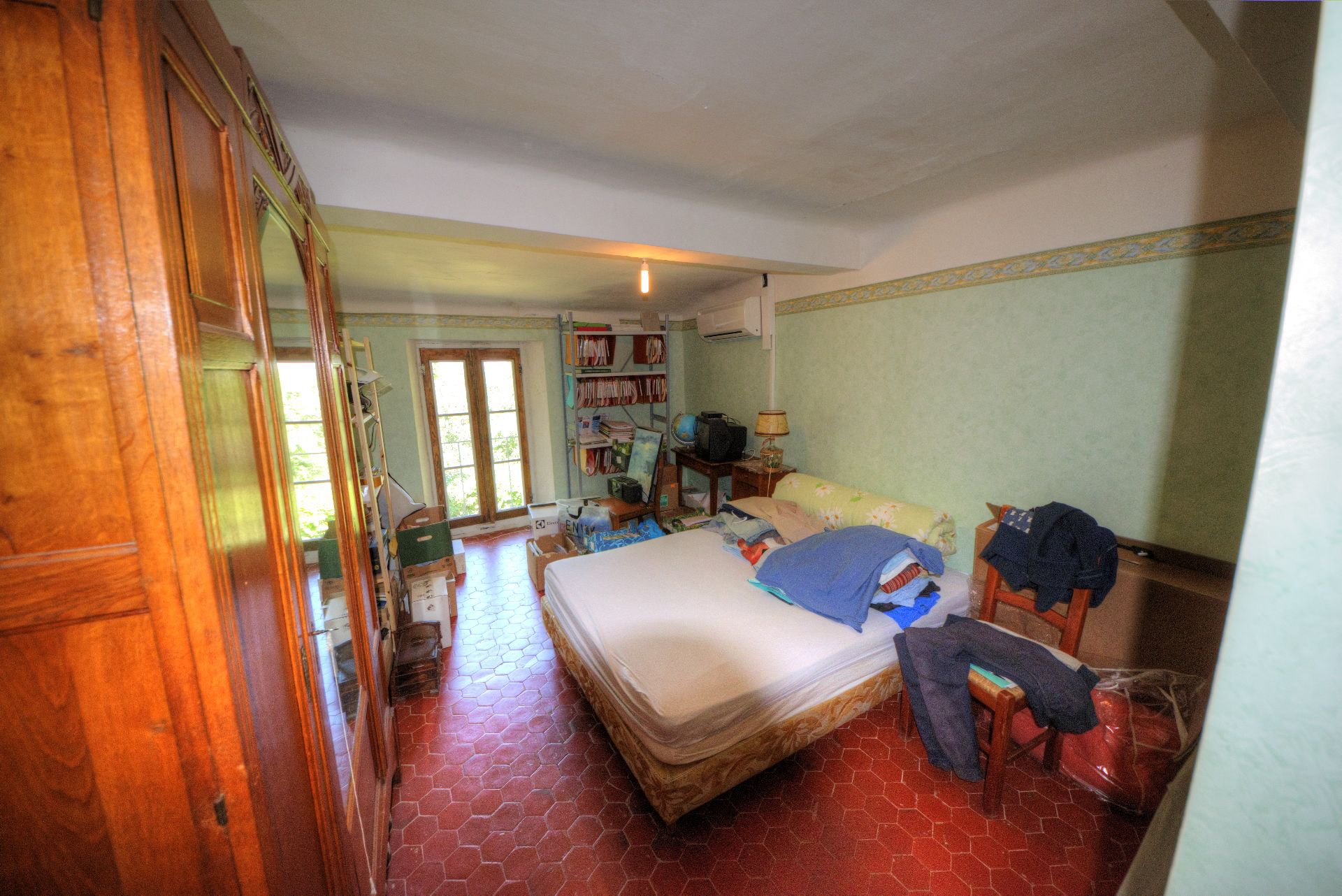 second bedroom bastide with a plot of land and well Var