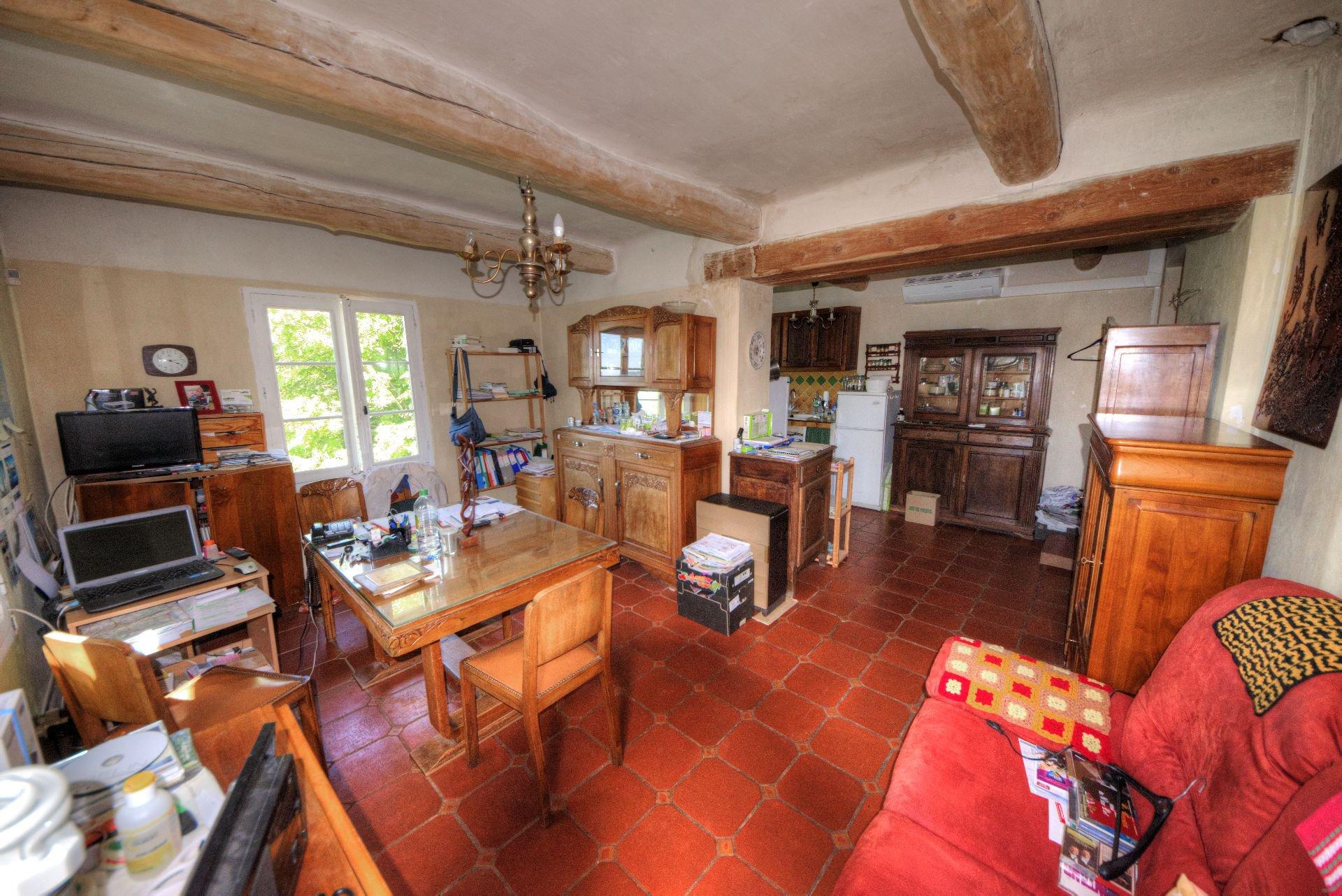 Living room with opened kitchen bastide Villecroze Verdon