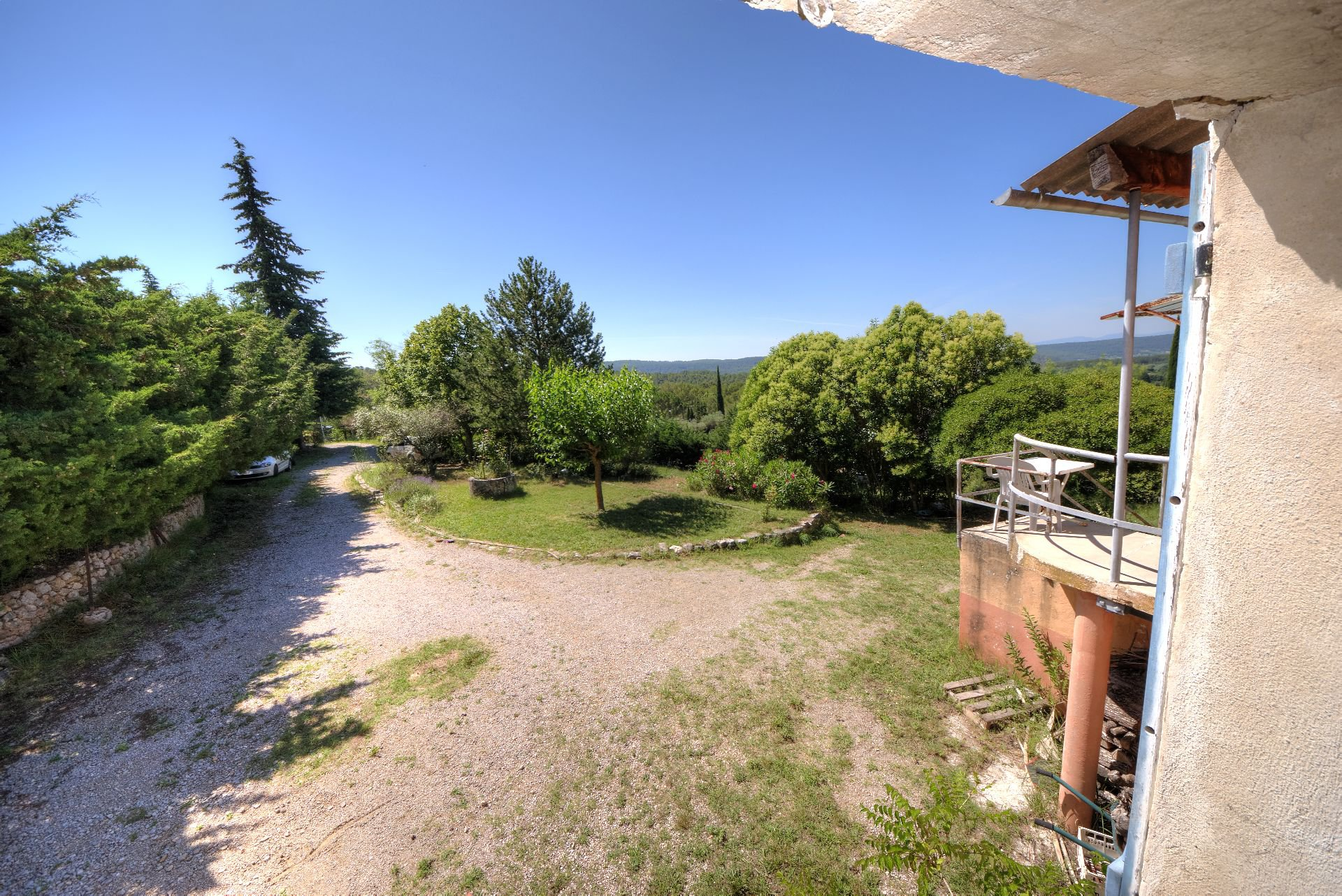 Nice environment for this provencal bastide