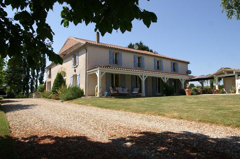Property near Monségur