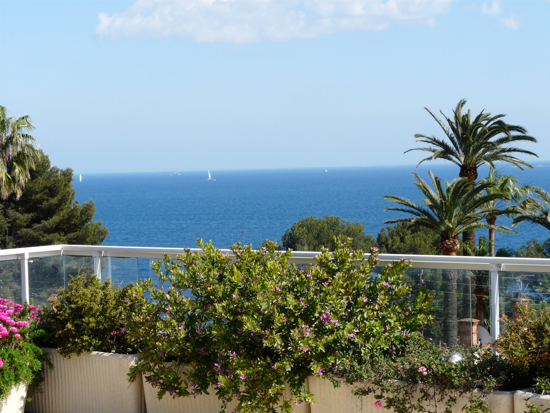 SUPERB PENTHOUSE WITH PANORAMIC SEA VIEW AT 700 M FROM THE BEACH