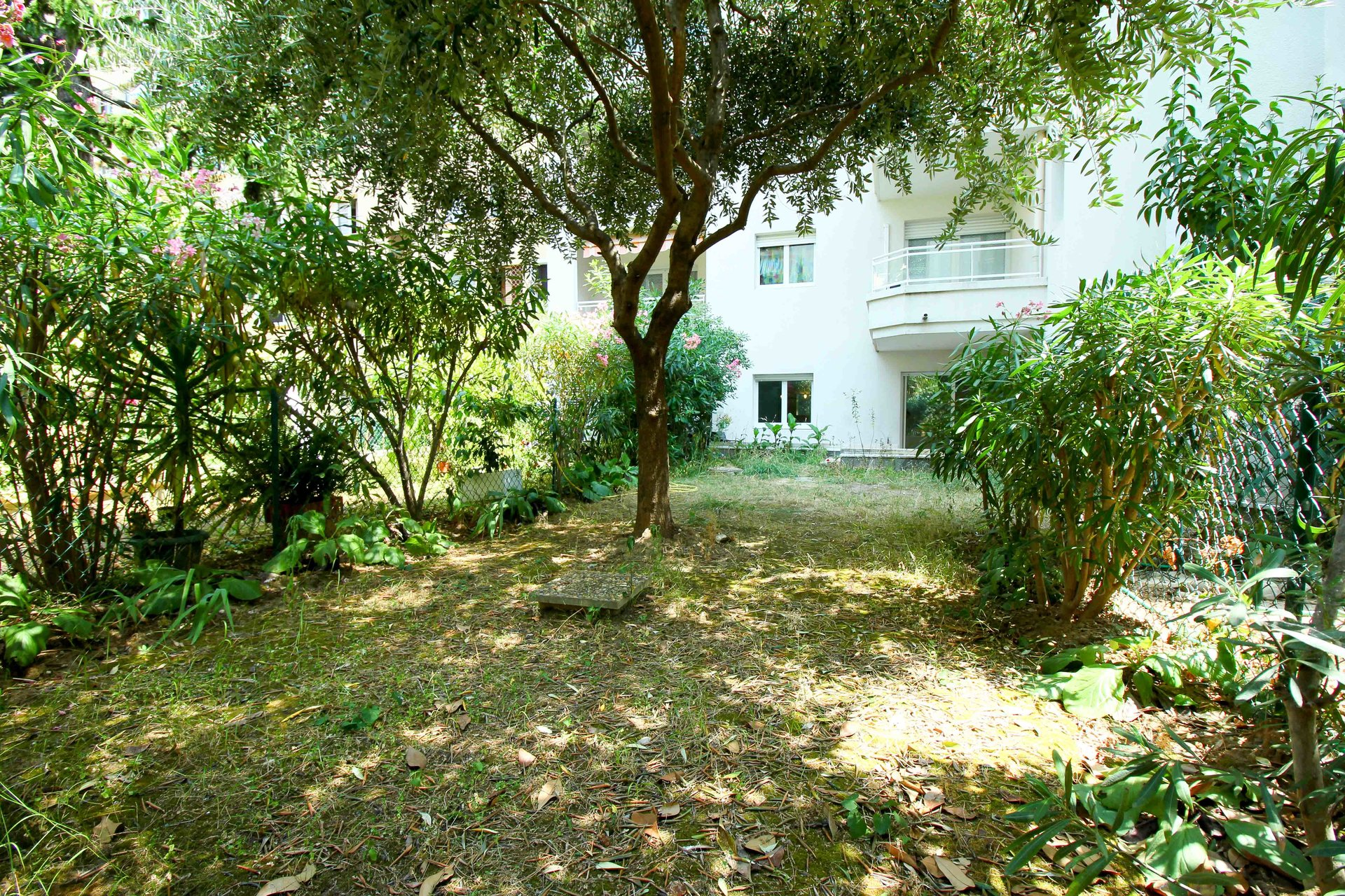 NICE - GORBELLA - Location 2 Pièces vide avec jardin
