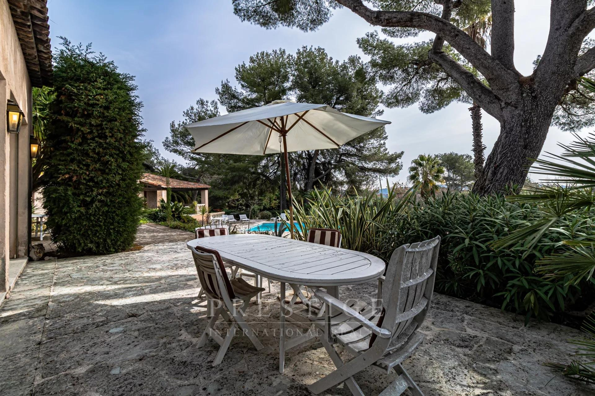 sea view property Roquefort les Pins with pool and garages