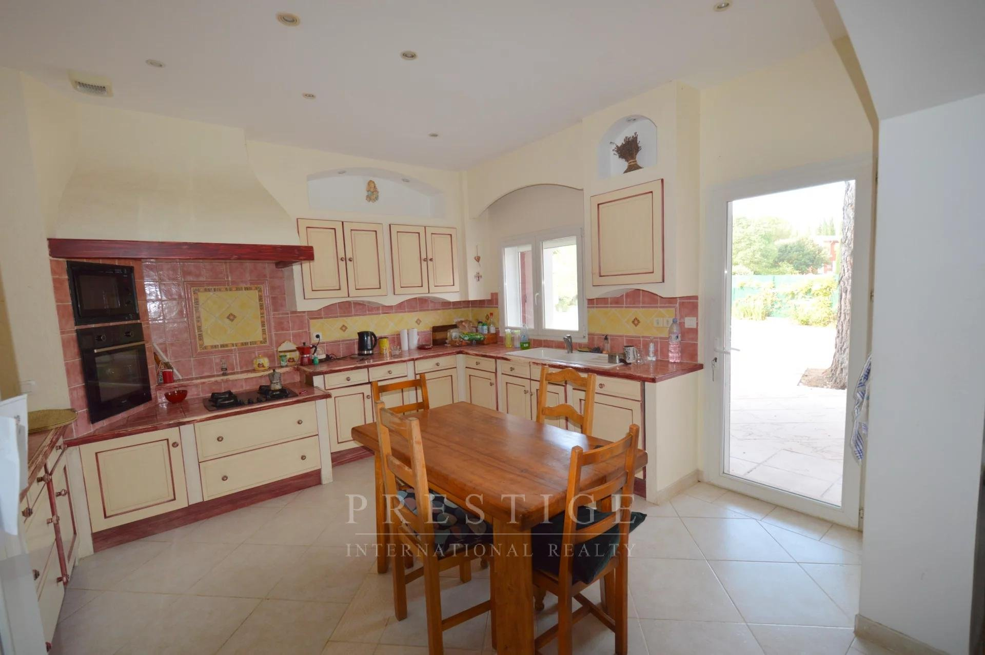 COTIGNAC house of 200sqm & 55 sqm of annexes with pool