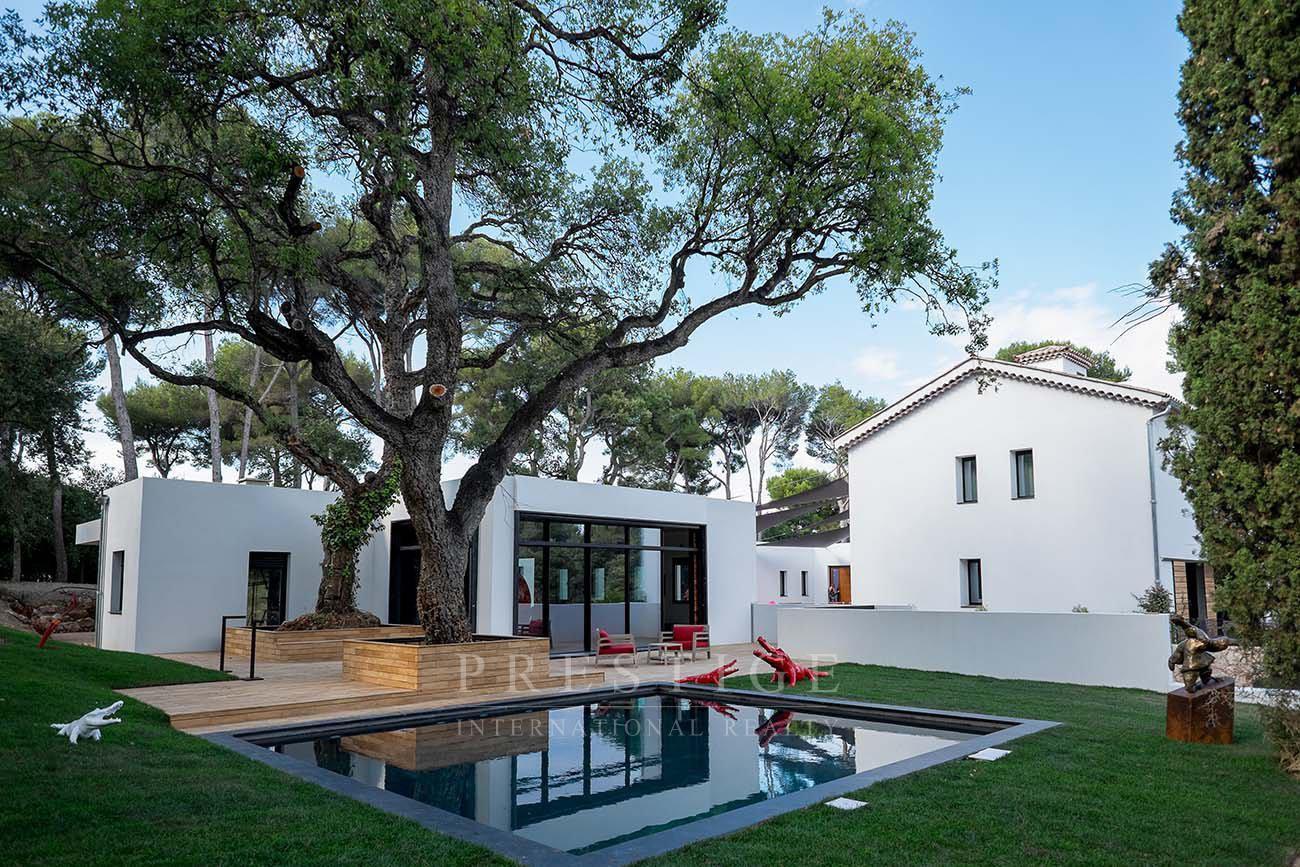 Domaine d'exception à Antibes composé de 3 villas avec 3 piscines