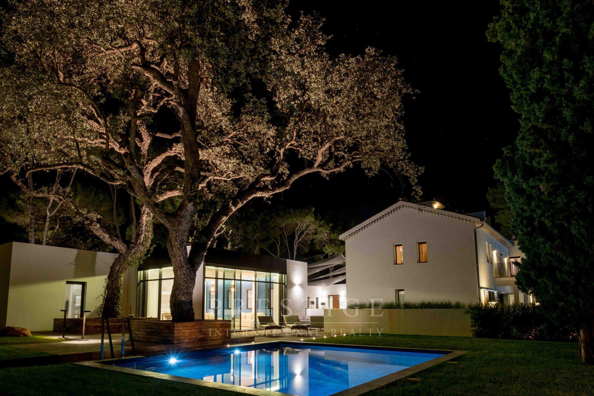 Exceptional domain in Antibes with 3 villas and pool