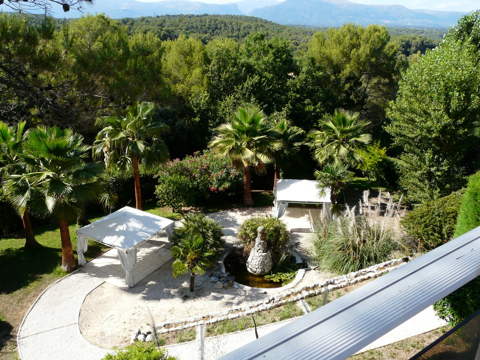 PROVENCAL BASTIDE IN A DOMAINANT POSITION VERY QUIET AREA