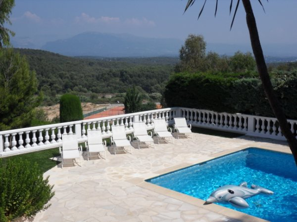 PROVENCAL PROPERTY IN A DOMAINANT POSITION VERY QUIET AREA