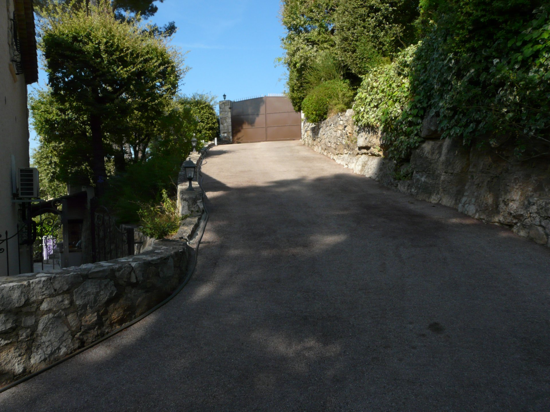 PROVENCAL BASTIDE PROPERTY IN A DOMINANT POSITION VERY PEACEFULL AREA