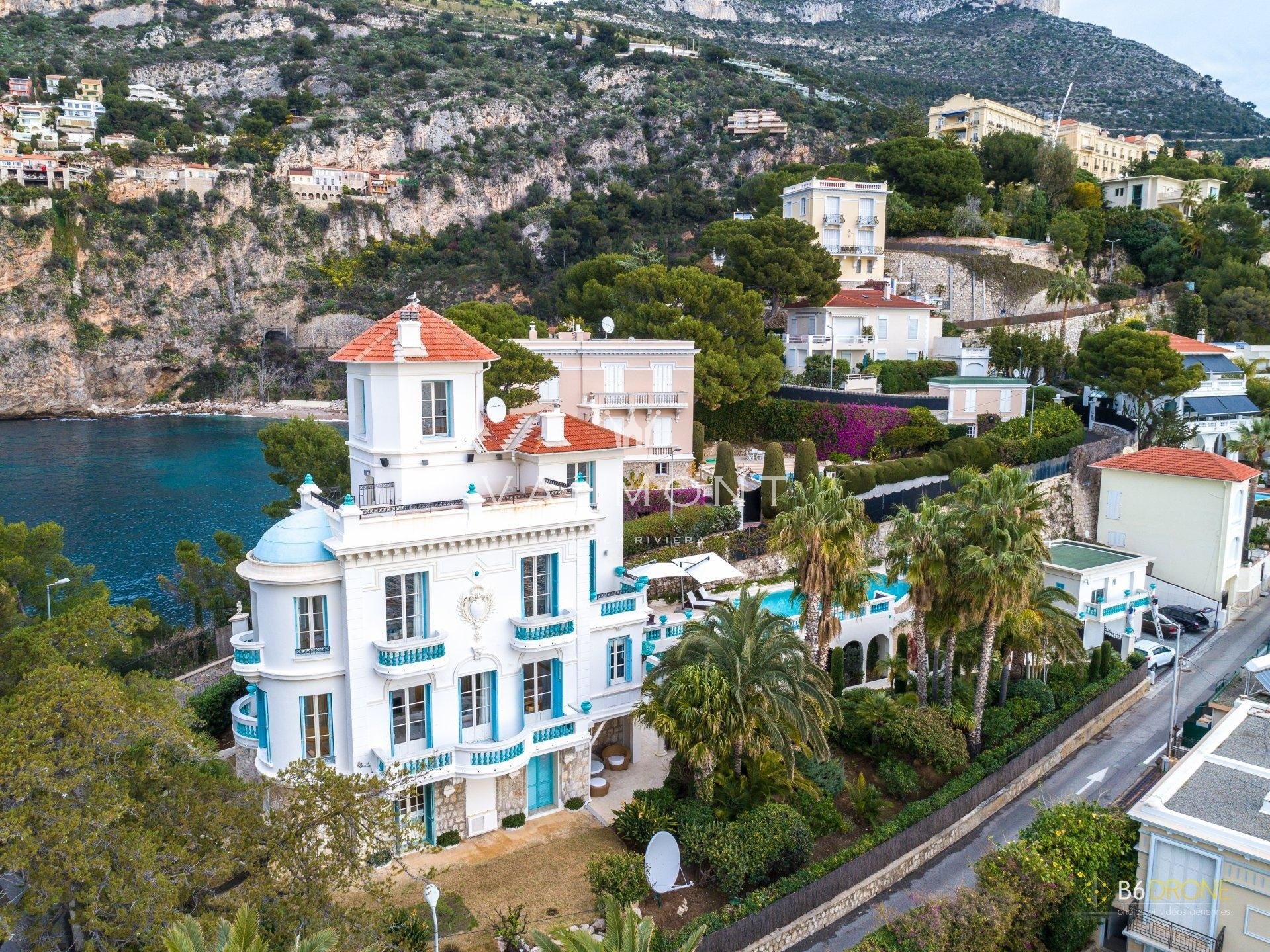 BELLE EPOQUE VILLA FACING THE SEA