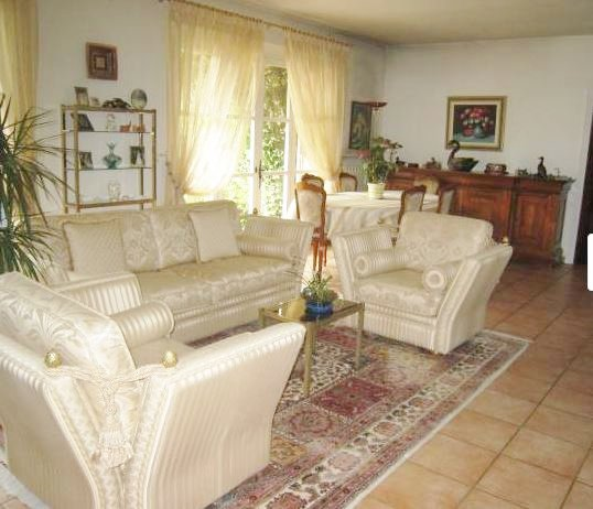 LARGE FAMILLY VILLA IN A QUIET AREA