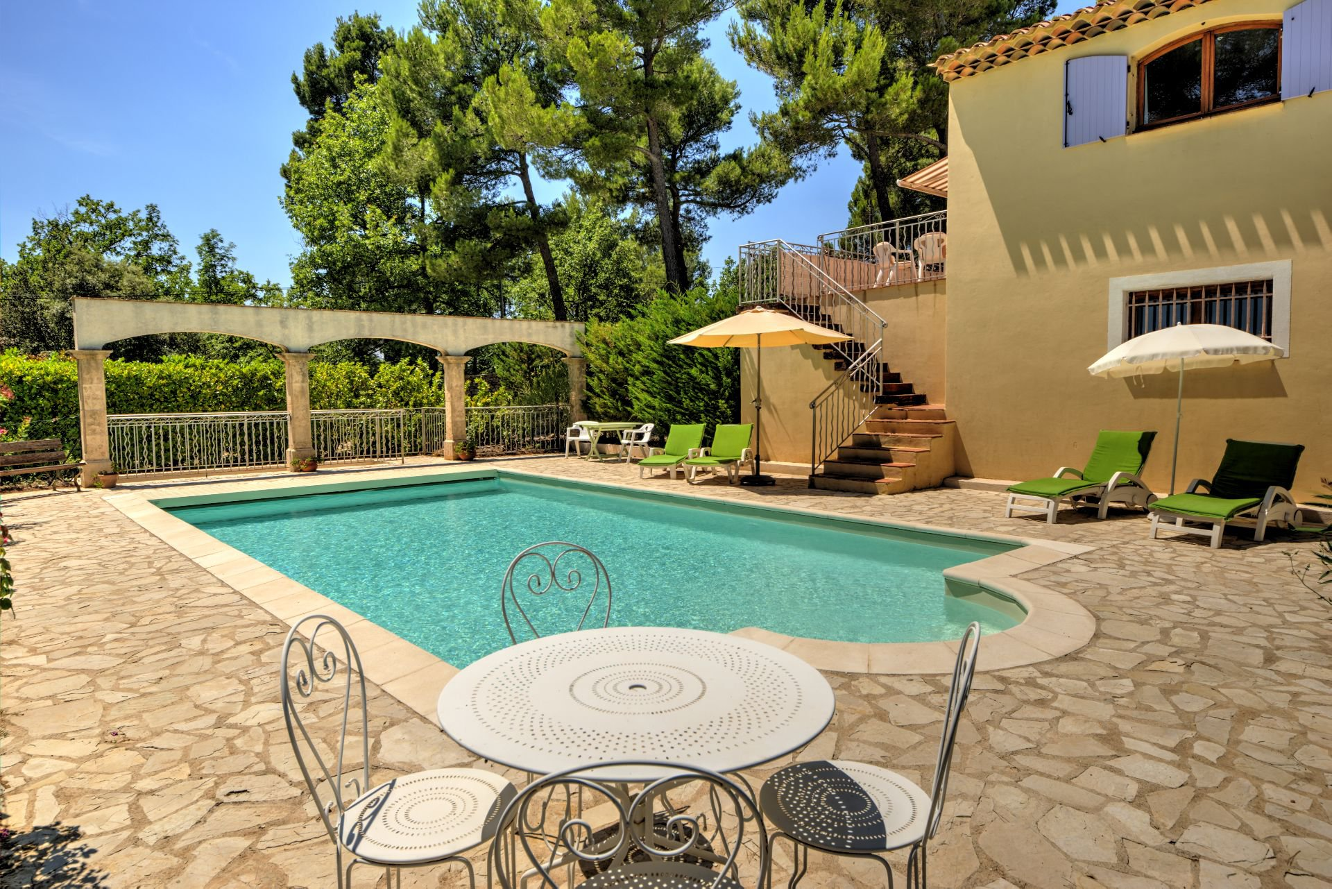 Pool View Beautiful villa of 180 sqm, three bedrooms, swimming pool, on 4000 m² closed, Tourtour, Var, Provence