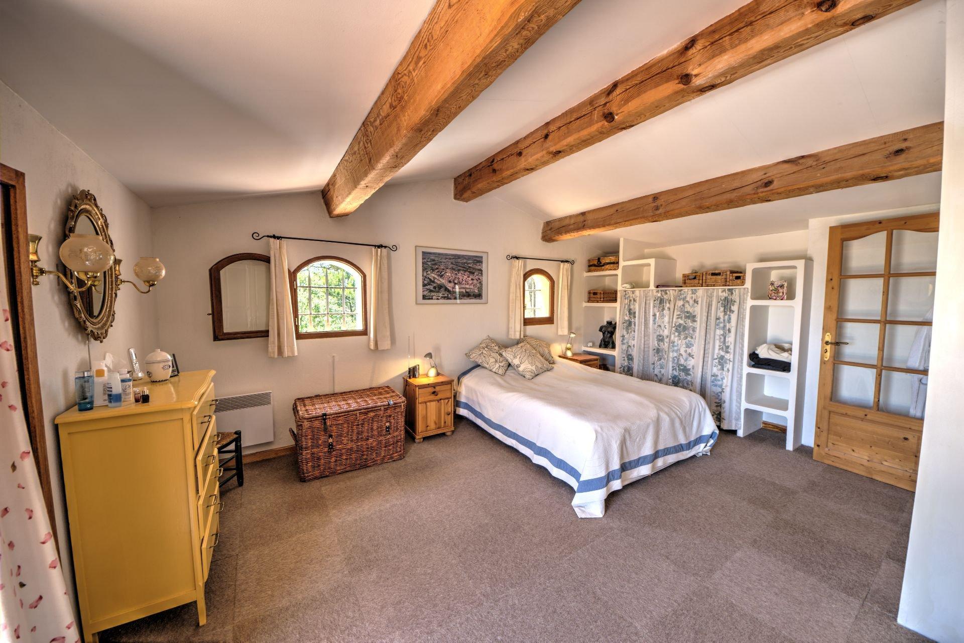 1st floor master bedroom Jolie villa of 180 sqm, three bedrooms, swimming pool, on 4000 m² closed, Tourtour, Var, Provence