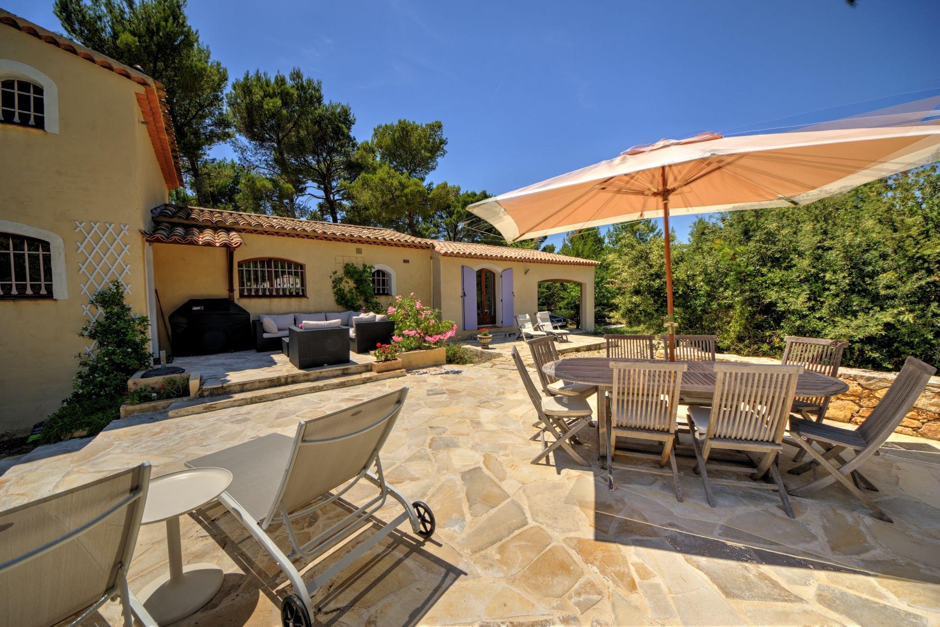 Pool Beach Beautiful villa of 180 sqm, three bedrooms, swimming pool, on 4000 m² closed, Tourtour, Var, Provence