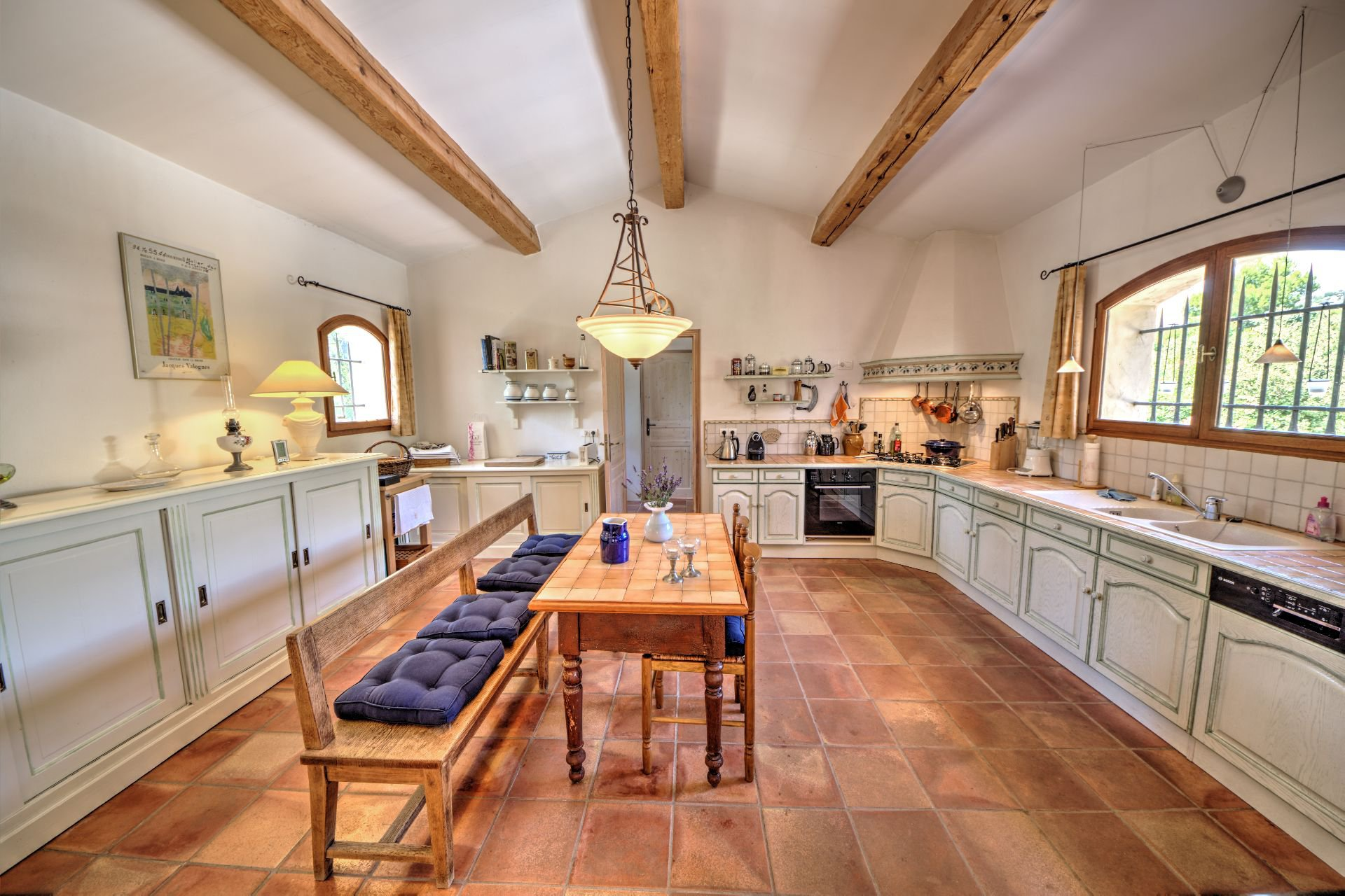 Open kitchen Beautiful villa of 180 sqm, three bedrooms, swimming pool, on 4000 m² closed, Tourtour, Var, Provence