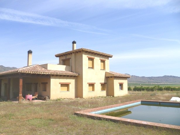 2 storey Detached Villa with private pool, in beautiful countryside setting, halfway between Yecla and Pinoso