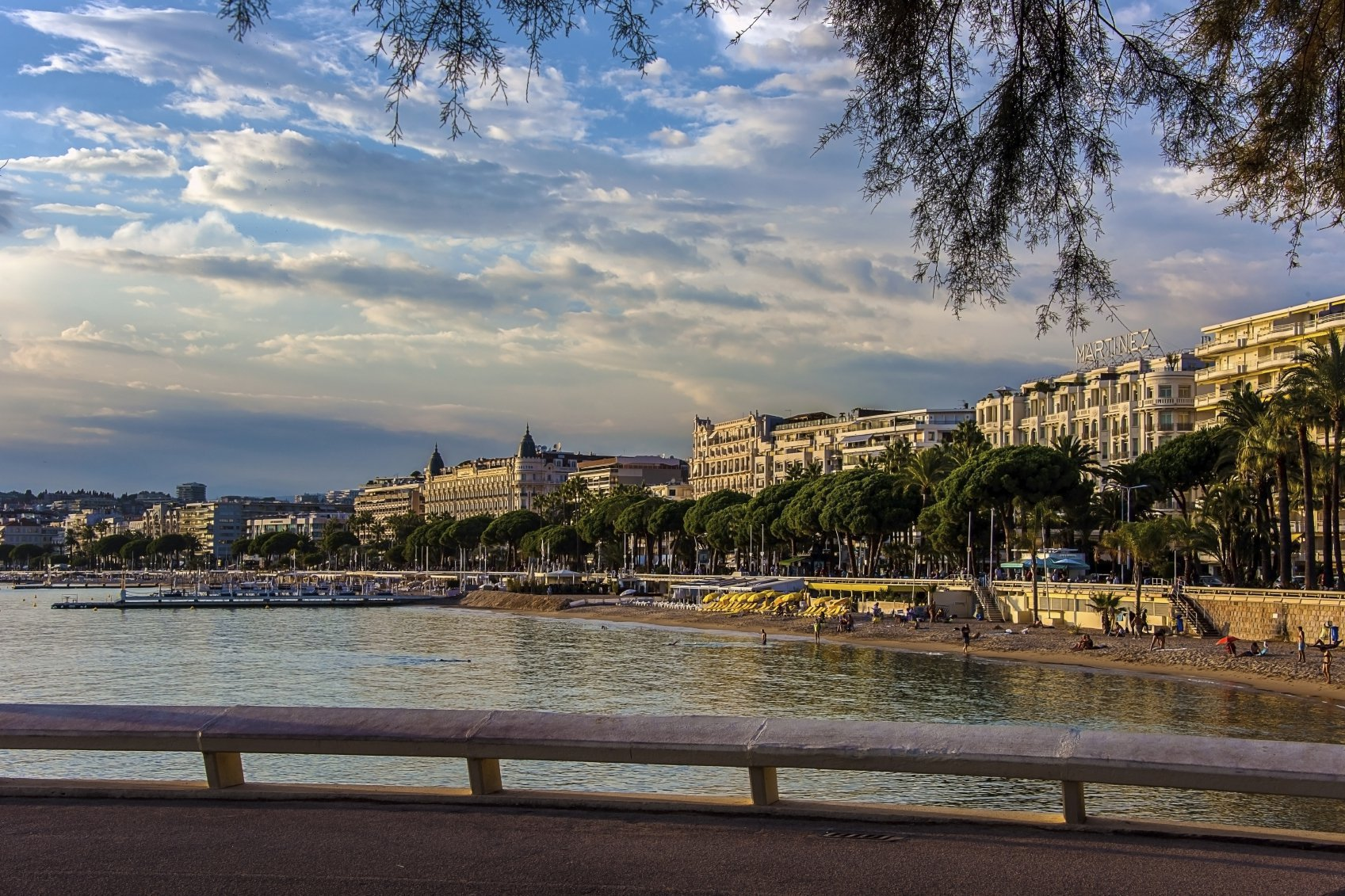 CANNES - French Riviera - 2 bed Investment near center town and Croisette
