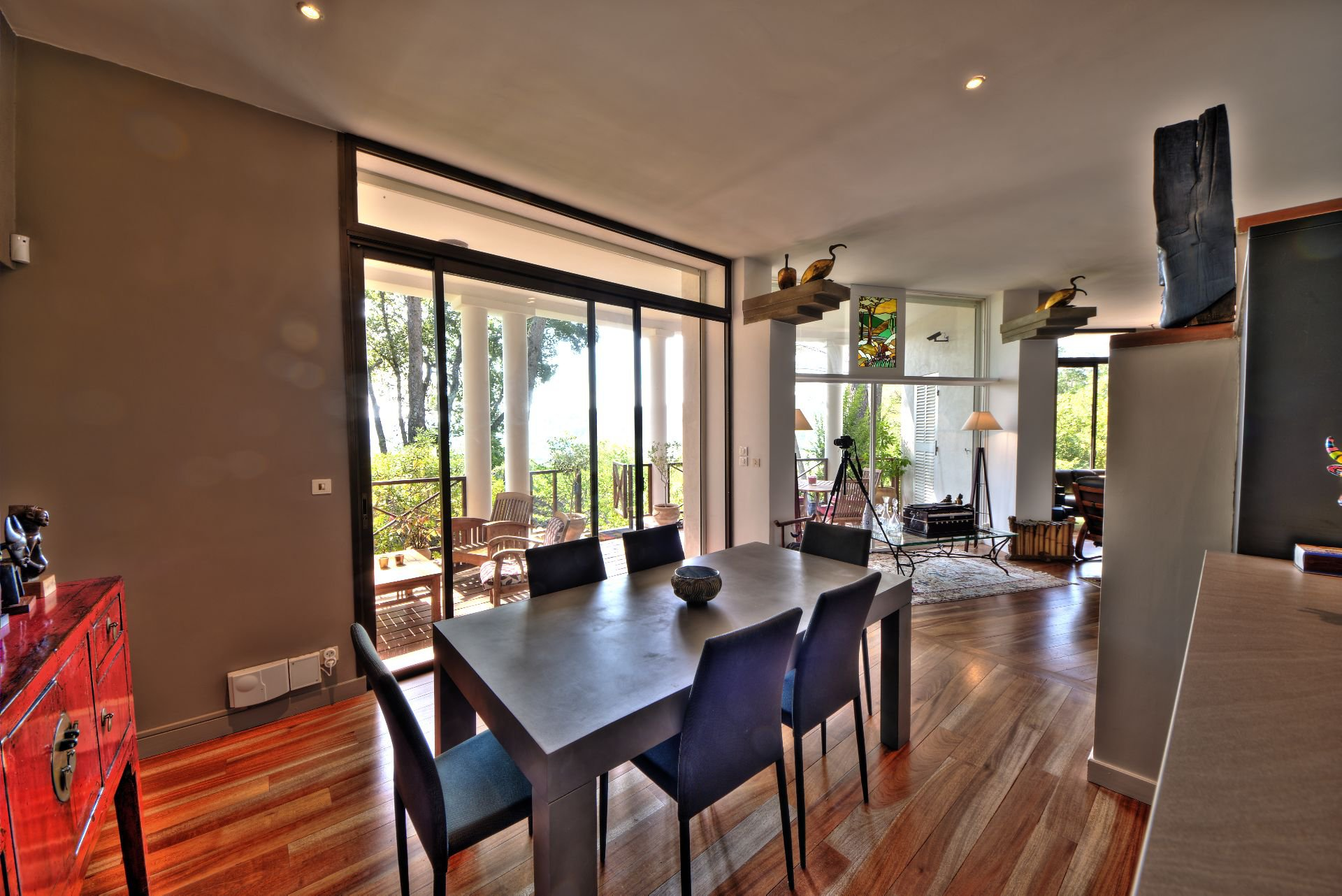 Dining room with a sunny terrace - Architect house with pool - a paradise in Provence