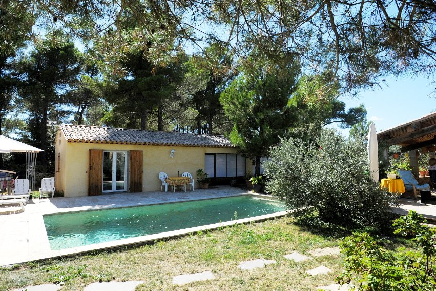 Charming provençal  house 120.50m² + pool + outbuildings in Tourtour