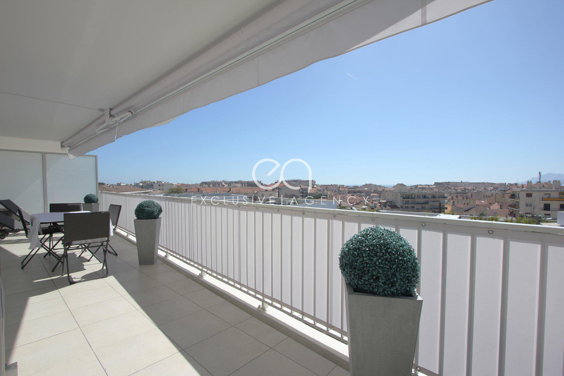 Cannes City Center 300m rue d'Antibes - Beautiful 2 bedrooms apartment of 71sqm, garage and cellar