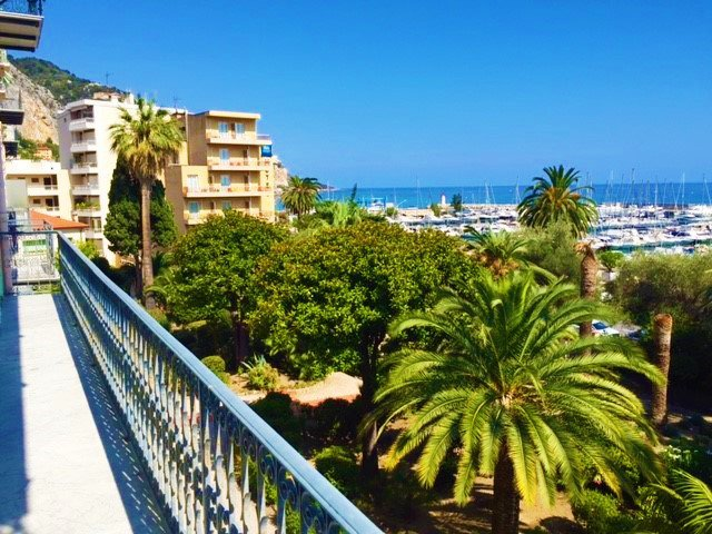 MENTON/GARAVAN:  2 BEDROOMS, 120m² WITH SEA VIEW
