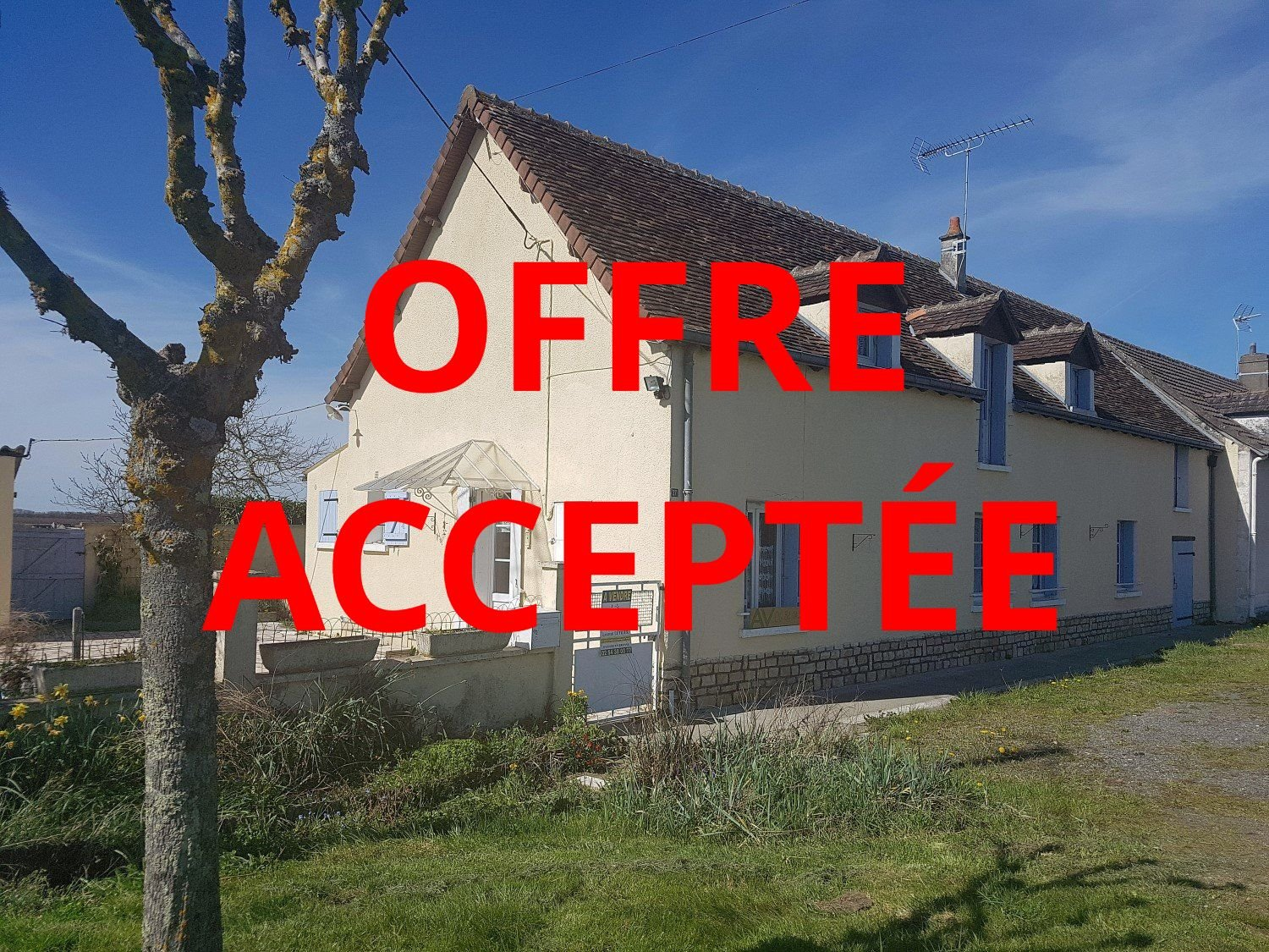 Pretty house with courtyard and garden for sale in Indre