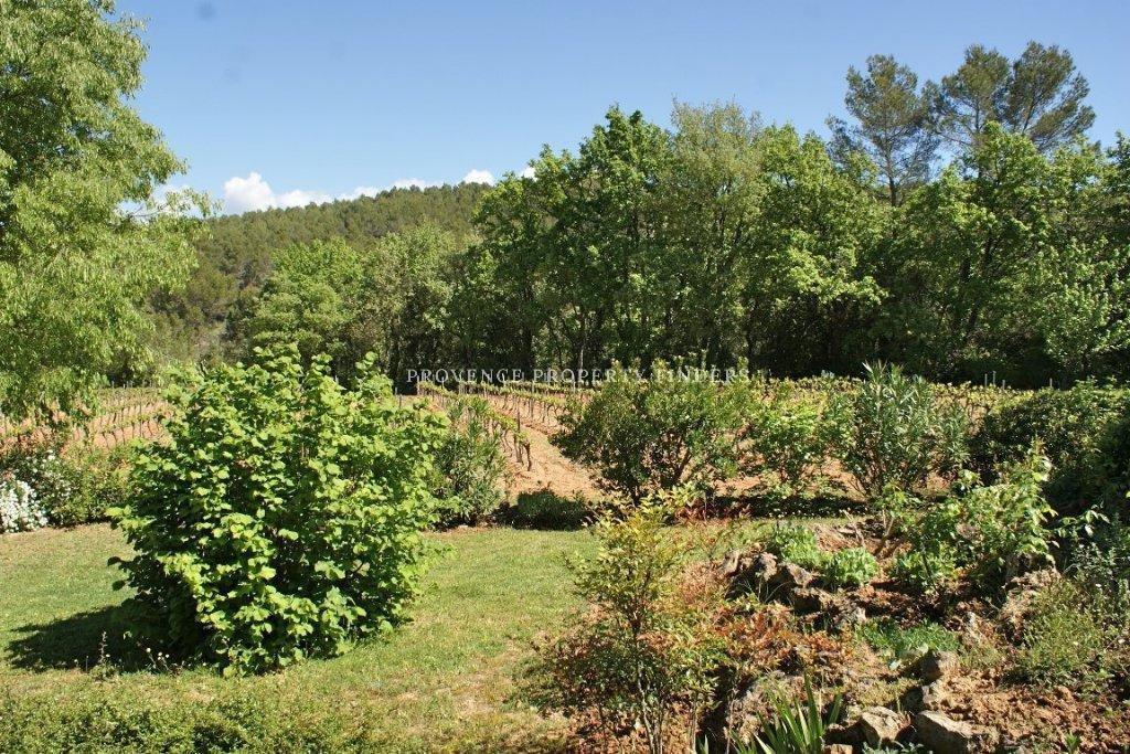 Oude boerderij in Saint Antonin du var.