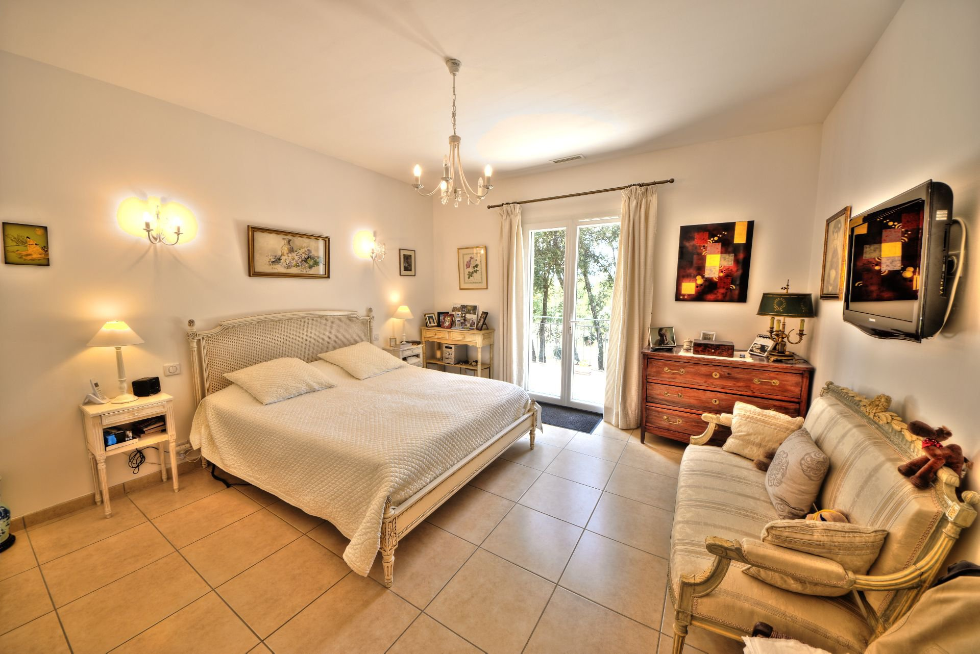 Bedroom in suite - quality and bright house with beautiful volumes in Moissac Bellevue Var Provence