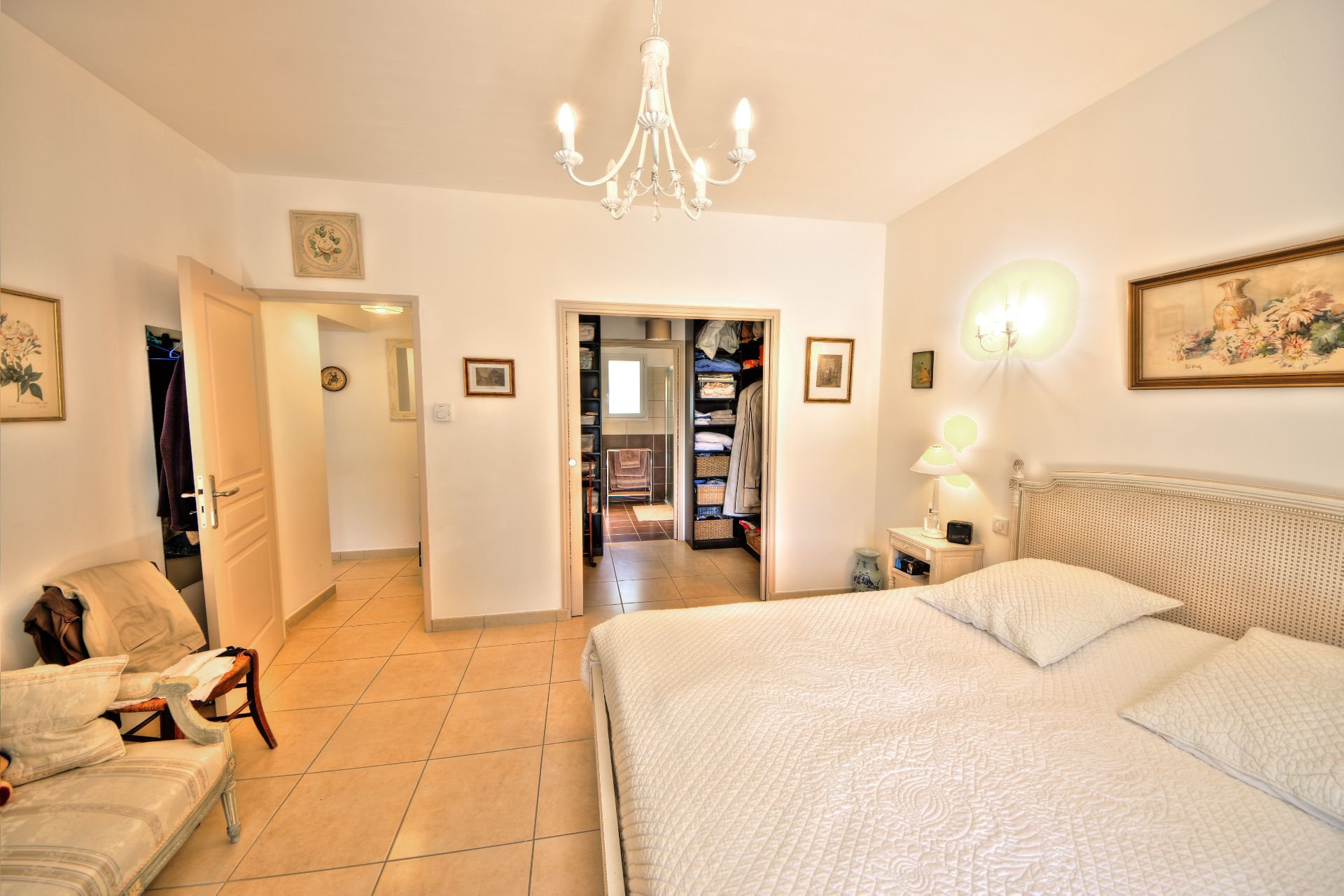 Large bedroom with terrace - quality and bright house with beautiful volumes in Moissac Bellevue Var Provence