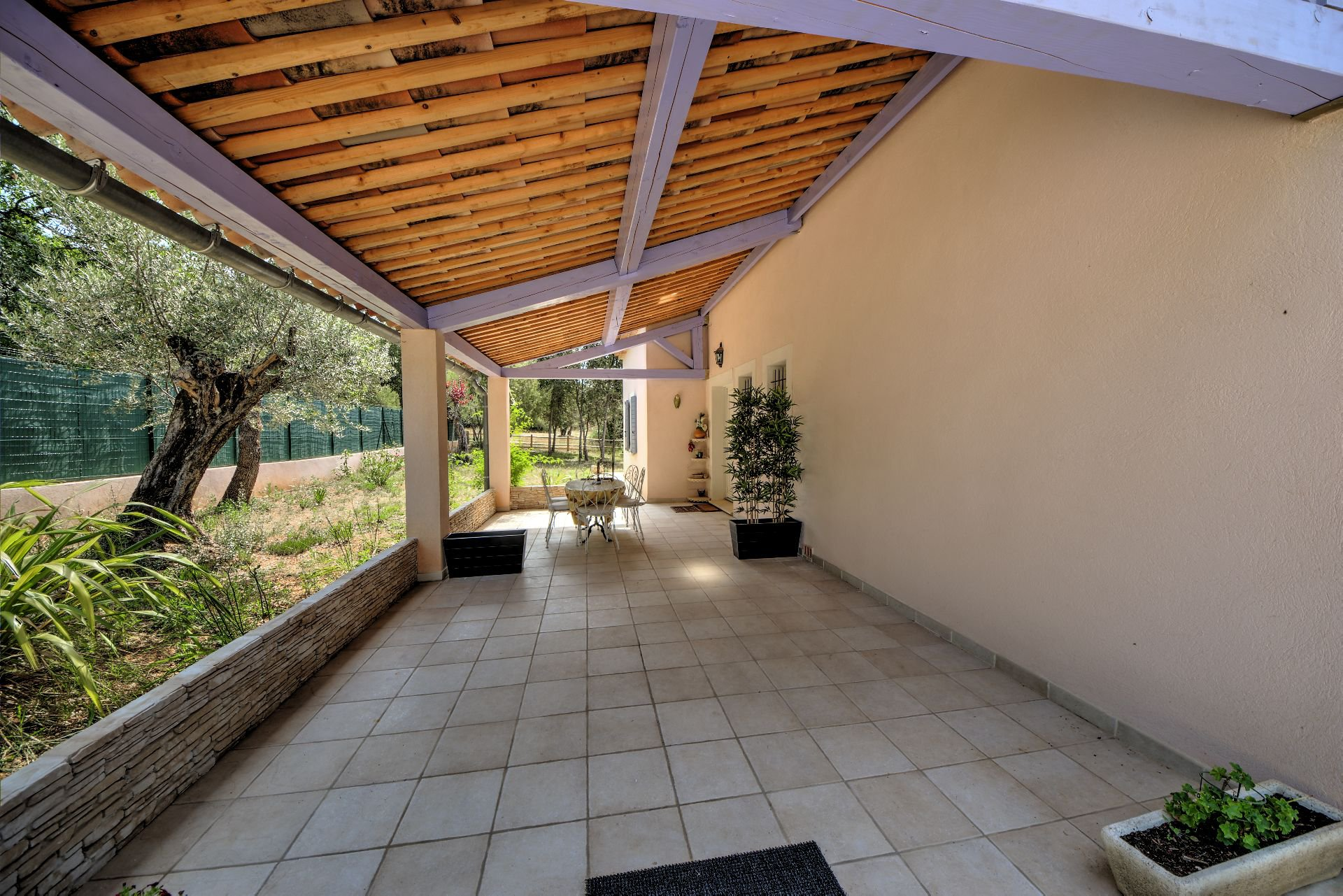 Shaded terrace in a quality and bright house with beautiful volumes in Moissac Bellevue Var Provence