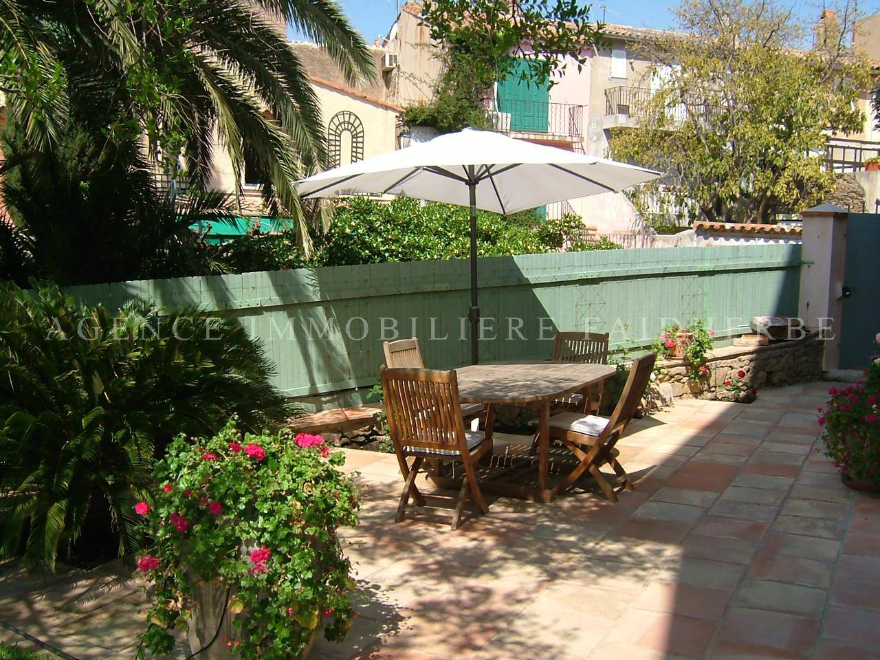 Area : La Citadelle, garden level apartment