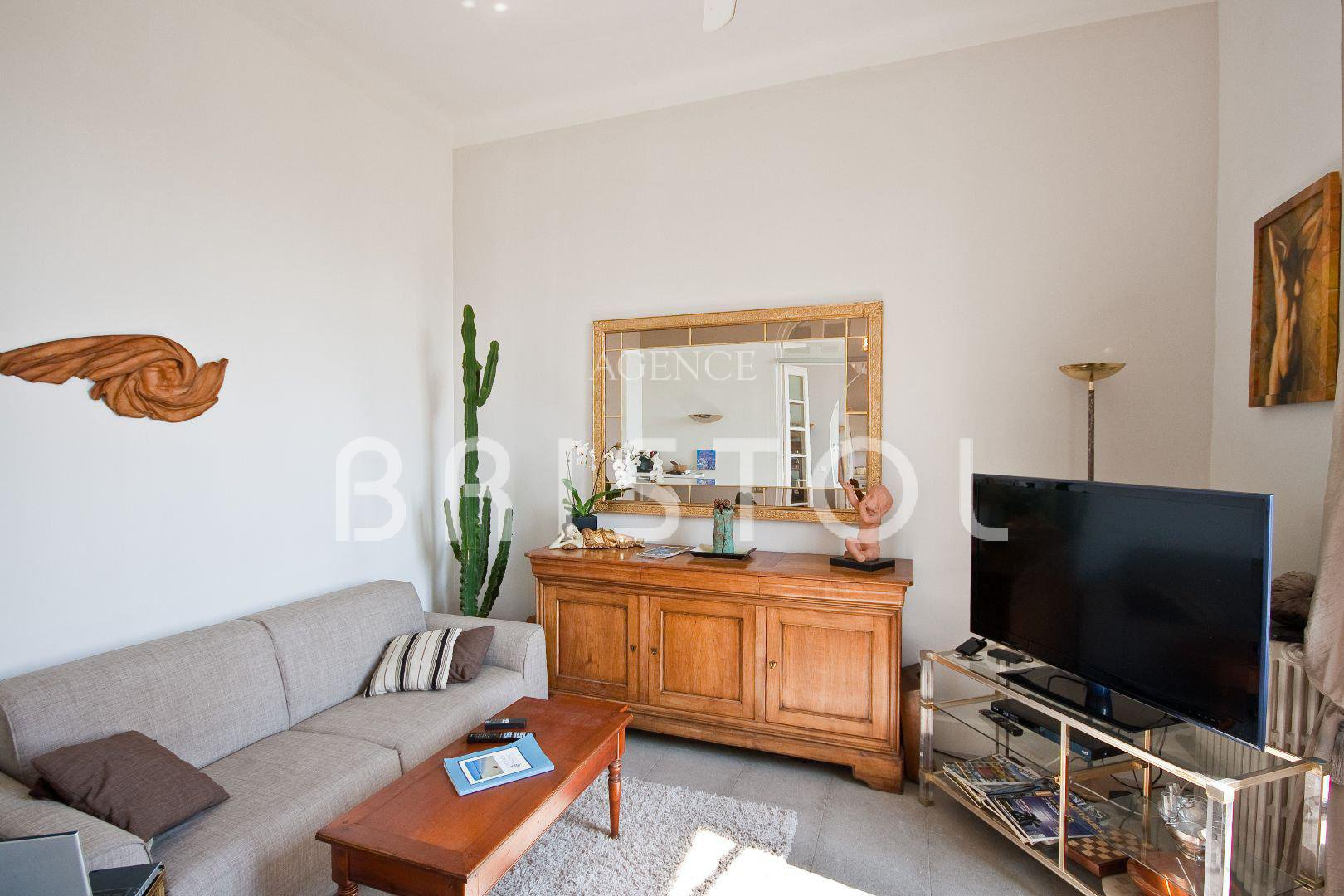 BEAUTIFUL 1/2 BEDS APARTMENT IN BELLE EPOQUE BUILDING