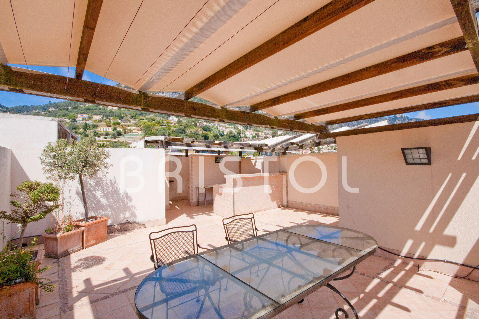 Top floor apartment for sale in Beaulieu sur Mer sea view