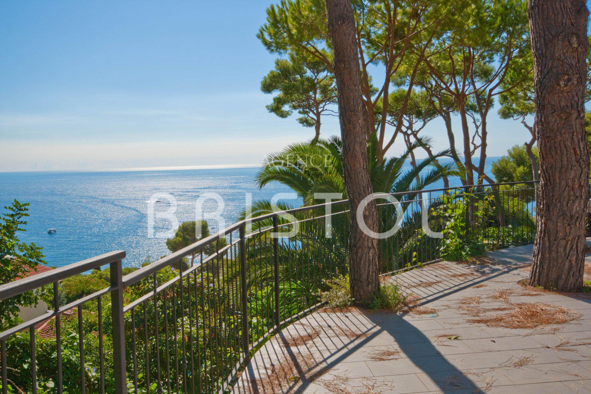 Eze Maison à vendre proche plages avec belle vue mer