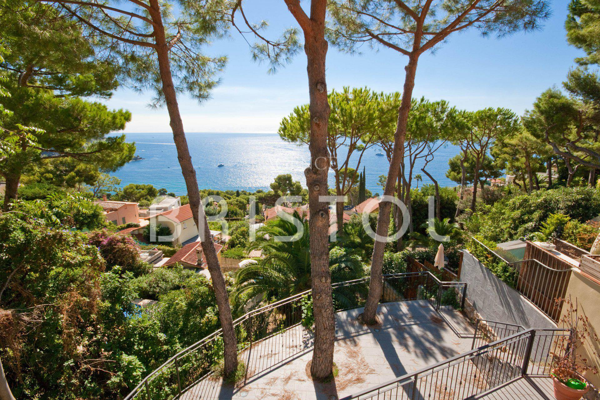 Eze House for sale near the beach with beautiful sea view