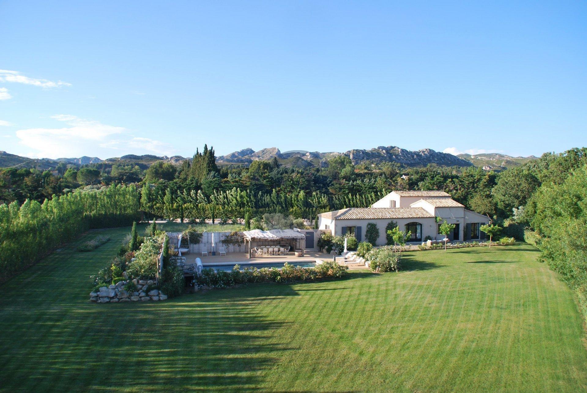 Villa contemporaine avec vue sur les Alpilles