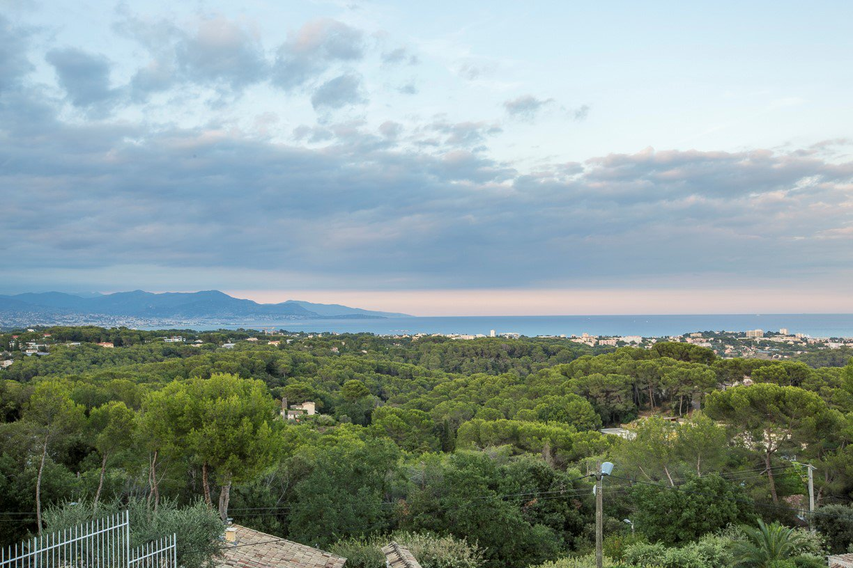 Californian style villa with panoramic views close to Cannes