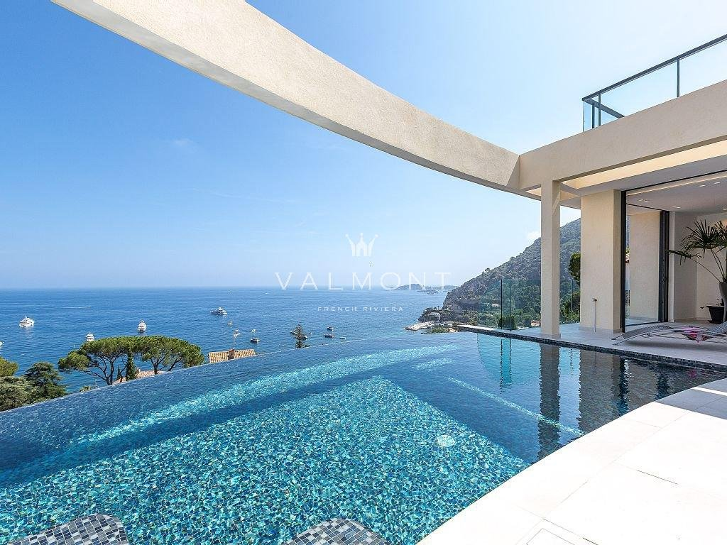 NEW VILLA WITH A PARONAMIC SEA VIEW