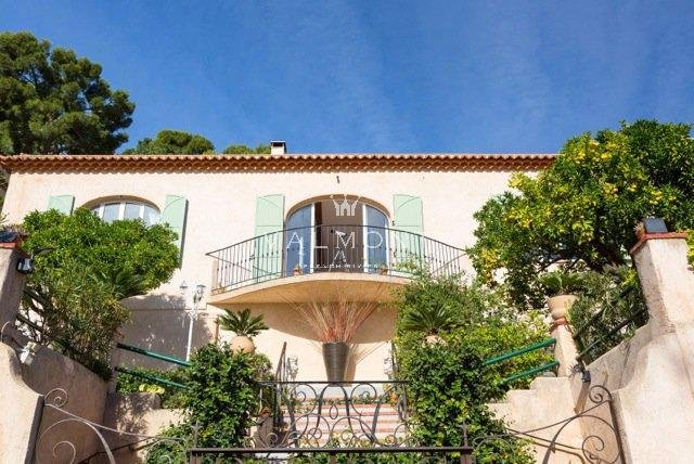 PROVENCAL CHARM CLOSE TO THE BEACHES