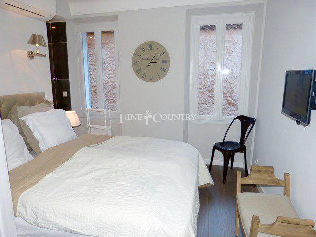 Townhouse for sale in Le Suquet, Cannes, France
