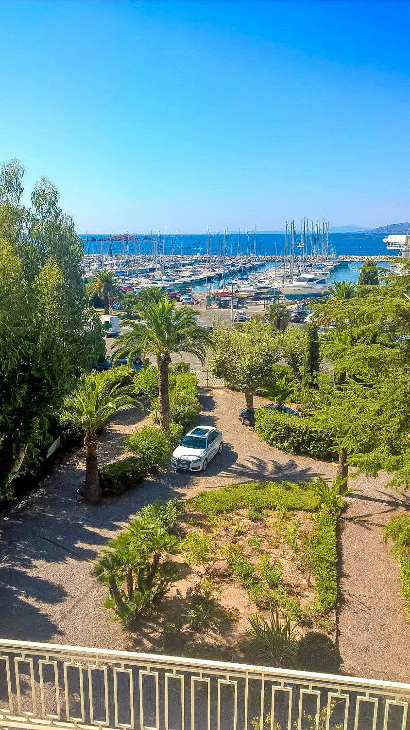SEA VIEW PROPERTY AT SAINT RAPHAEL