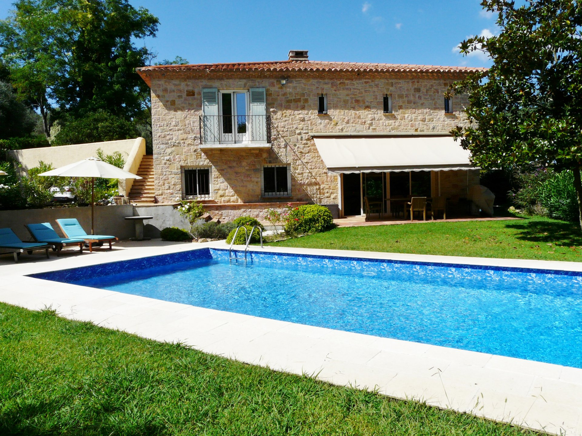 VERY BEAUTIFUL RECNTLY BUILT BASTIDE