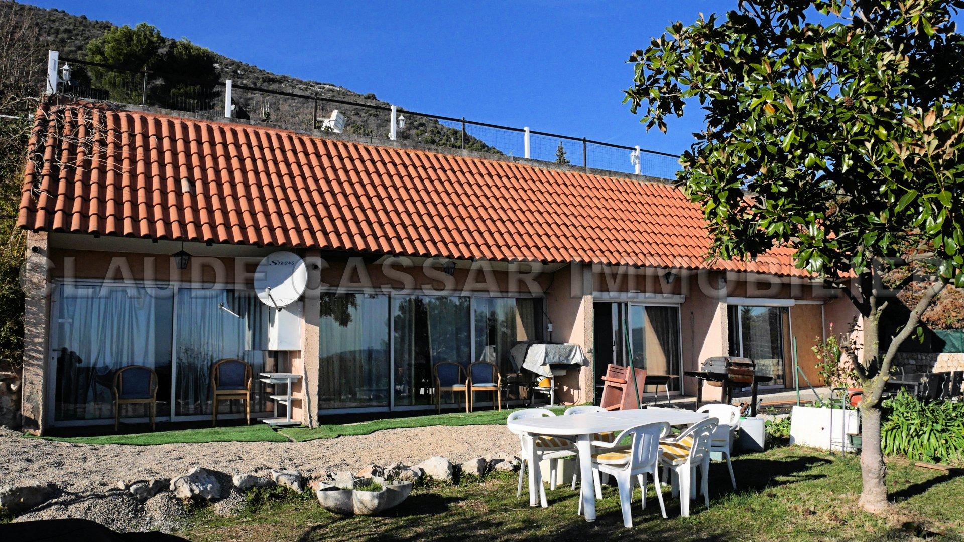 Villa consisting of three apartments plus a studio