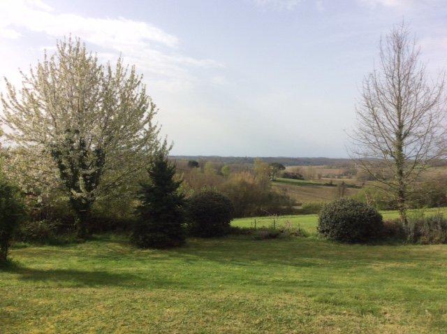 Boerderij met uitzicht op de Pyrenéen (Gers)
