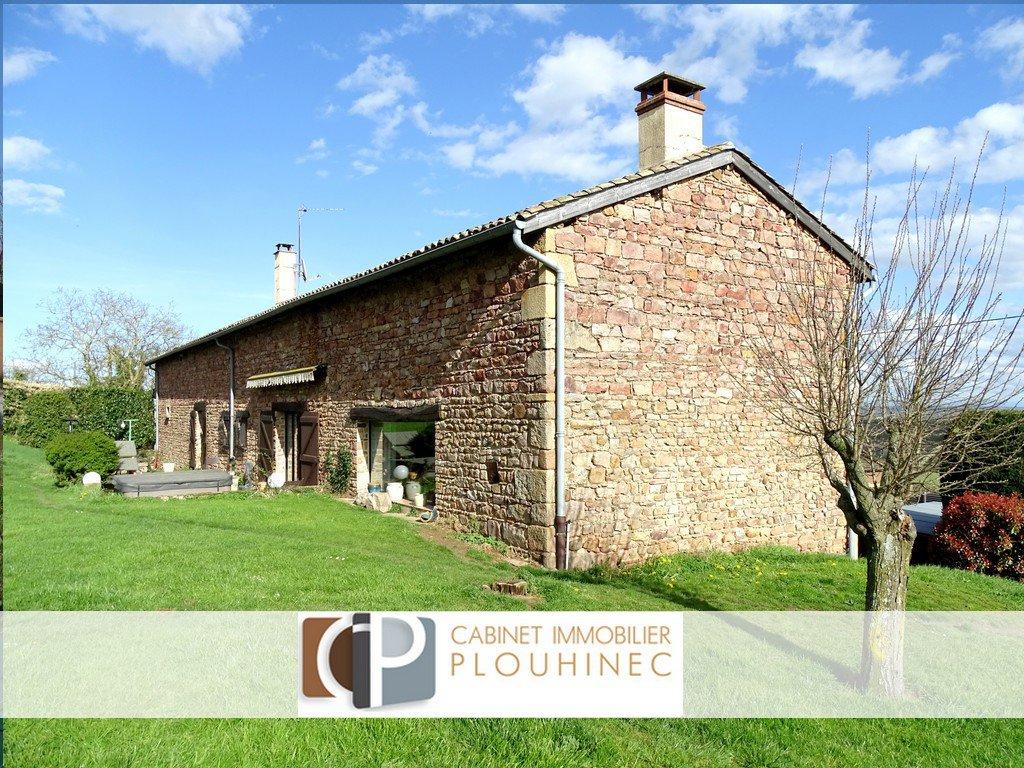Dans un village viticole du sud ouest Mâconnais, à 5 min de la gare TGV, très bel emplacement pour cette magnifique maison en pierre élevée sur caves offrant une surface habitable de 280 m² environ. Au calme, avec une magnifique vue sur les monts du Mâconnais, cette bâtisse de caractère vous séduira par son charme et son authenticité. L'habitation est répartie sur deux niveaux, elle dispose d'une pièce de vie lumineuse de 60 m²avec cheminée, une cuisine équipée, 6 chambres, deux salles d'eau, buanderie, dressing, wc. Le tout est implantée sur un terrain clos de 1700 m² avec piscine chauffée et jacuzzi. Honoraires à la charge des vendeurs.