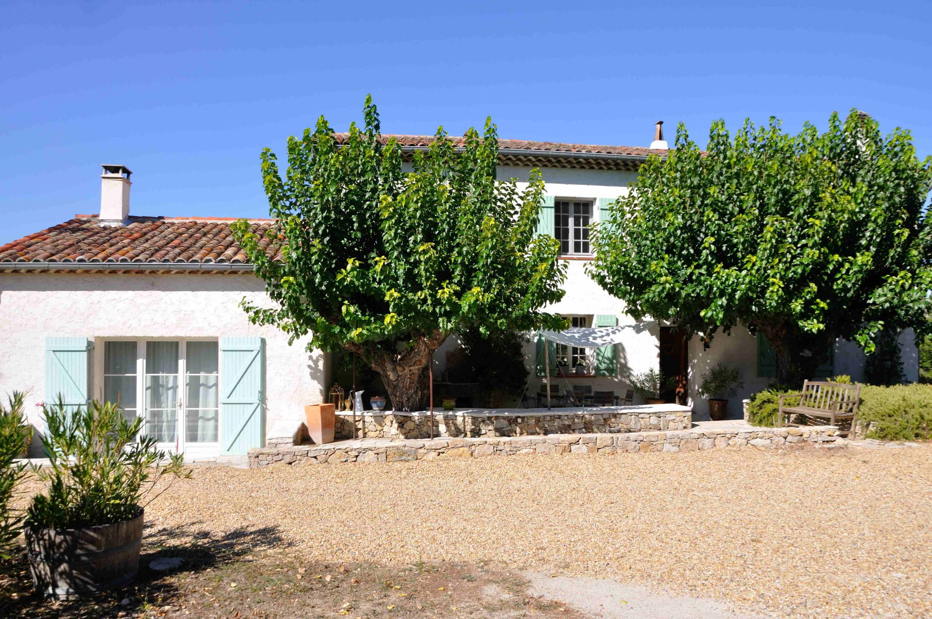 CHARMING BASTID 160 M² 3 BEDROOMS SUROUNDED BY WINEYARDS