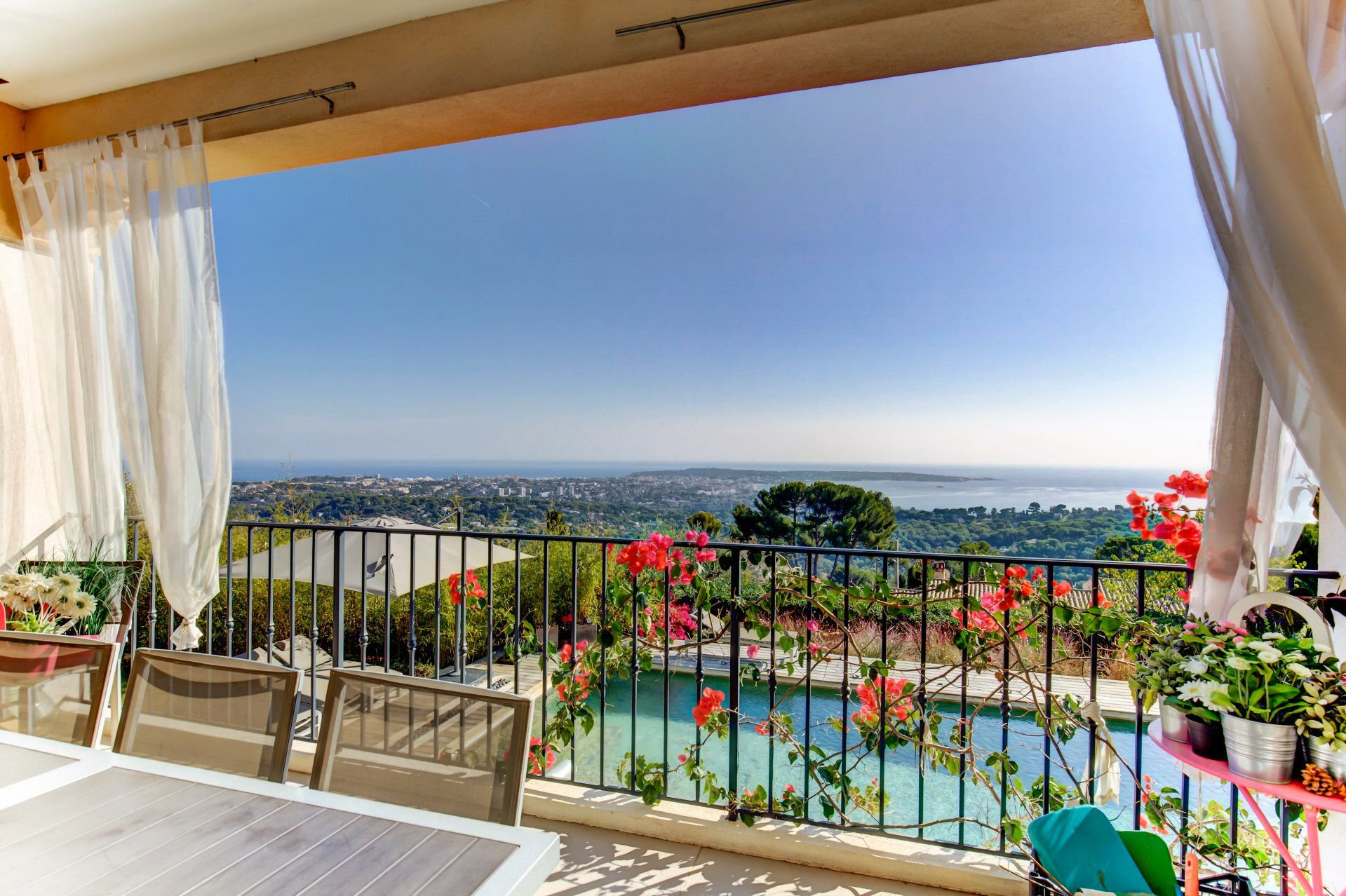 Near Cannes - New villa with stunning sea views